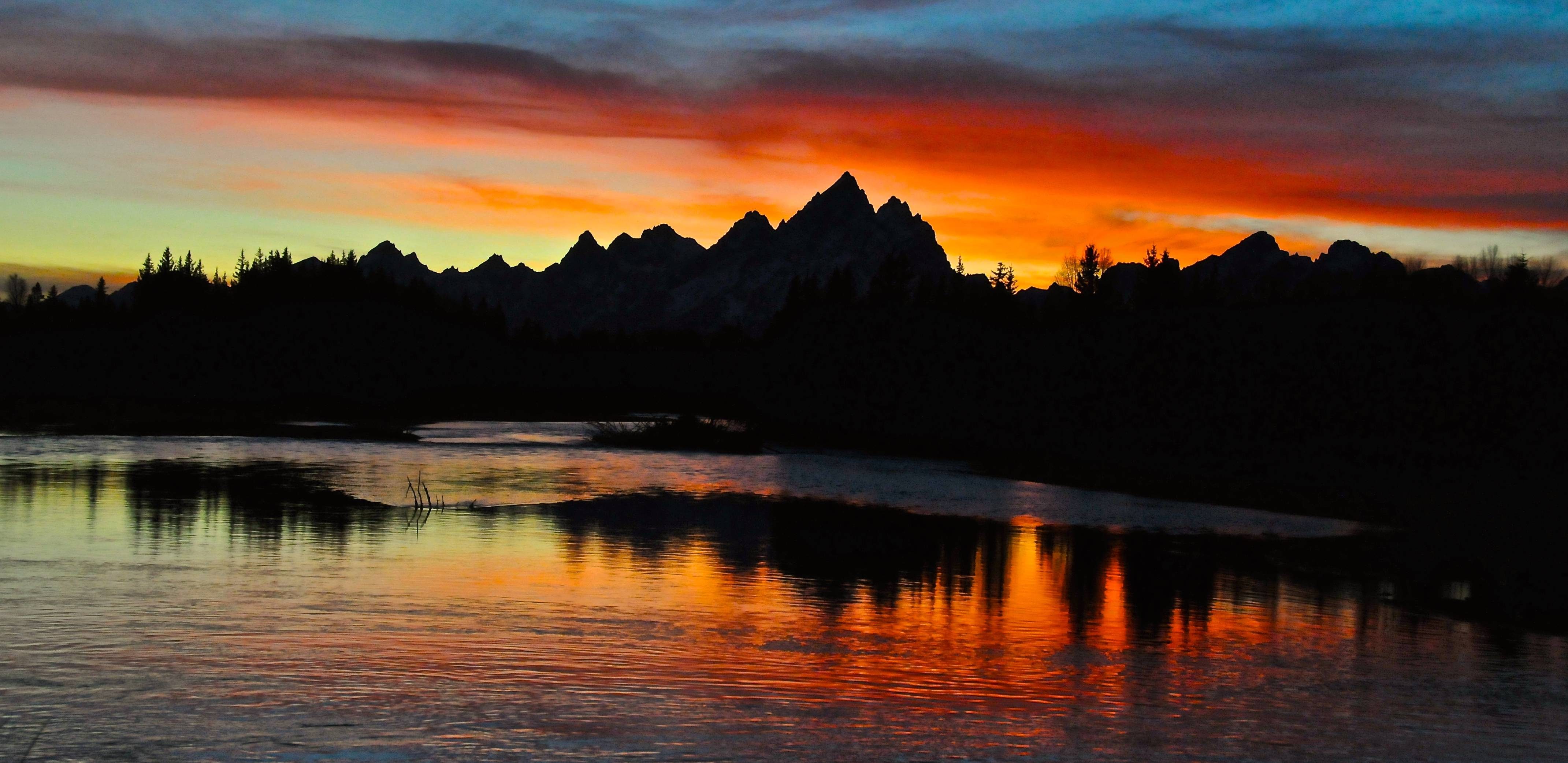 Snake River beautiful sunset in grand teton national park